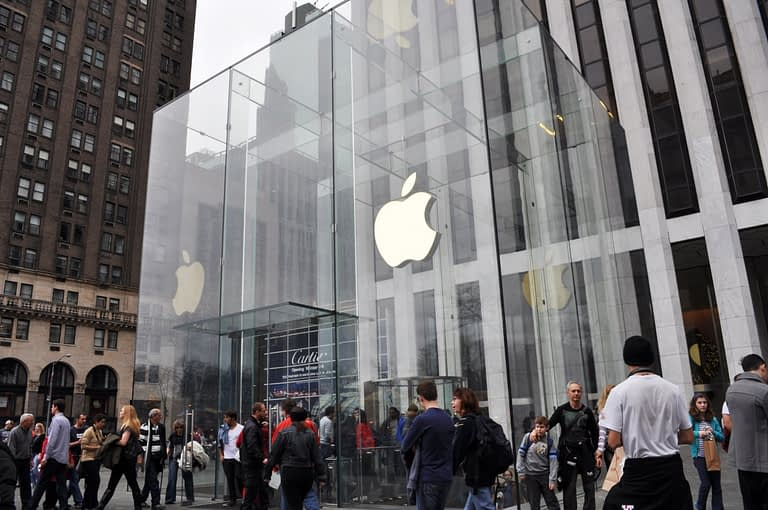 Image of the Apple Store on 5th Ave in New York